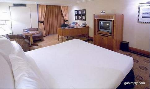 Heathrow Airport Crowne Plaza Hotel guest room