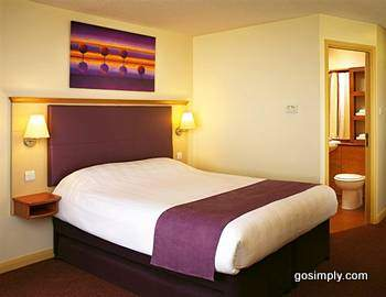 London Heathrow Premier Travel Inn guest room