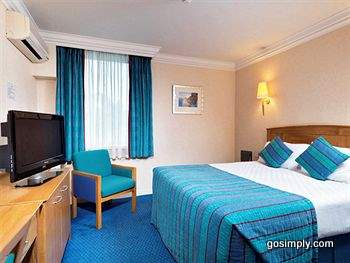 Guest rooms at the Thistle Hotel Heathrow