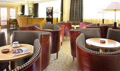 Liverpool Airport Crowne Plaza Hotel lounge