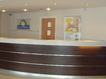 Days Inn Hotel Luton Airport reception area