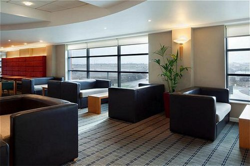 Luton Airport Express by Holiday Inn hotel lobby