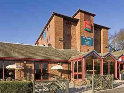 Exterior of the Ibis Hotel Luton Airport