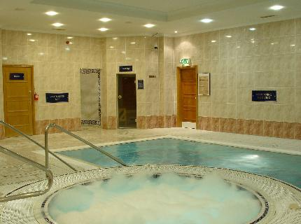 Swimming pool at the Menzies Strathmore Hotel near Luton Airport