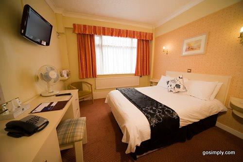 Guest room at the Cresta Court Hotel Manchester