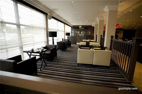 Crowne Plaza Hotel Manchester bar and lounge