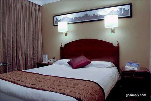 Crowne Plaza Hotel Manchester Airport guest room