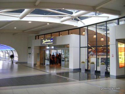 Radisson SAS Manchester Airport walkway and entrance
