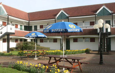 Bristol Airport Town and Country Lodge Hotel courtyard