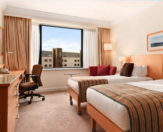Dublin Airport Hilton Hotel twin bedroom