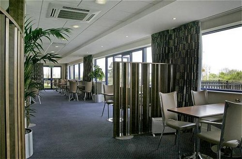 Express by Holiday Inn Cardiff Airport hotel restaurant