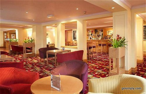 Manchester Airport Holiday Inn hotel bar and lounge