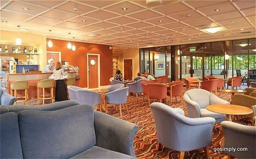Manchester Airport Holiday Inn Club Motivation Lounge and Bar