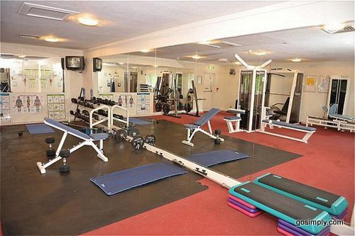 Holiday Inn Manchester Airport gymnasium