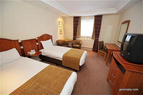 Manchester Airport Holiday Inn guest room
