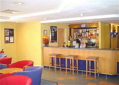 Bar and lounge at the Holiday Inn Express Castle Bromwich for Birmingham Airport