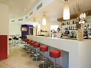 Hotel bar at the Birmingham Airport Ibis