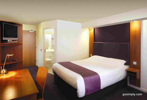 Guest room at the Premier Inn Glasgow Airport