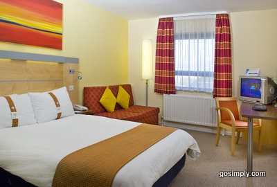 Belfast Airport Holiday Inn Express guest room