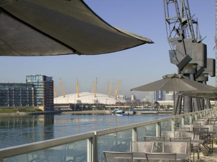 Novotel Excel London City Airport Hotel terrace