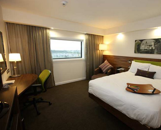 Hampton by Hilton Liverpool Airport guest room