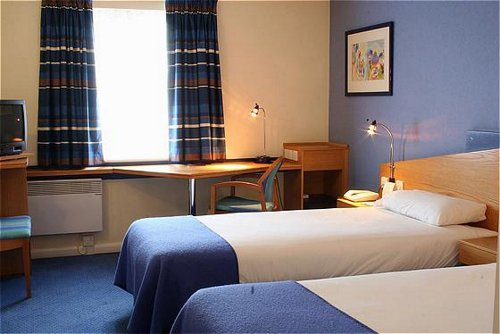 Twin bedroom at the Holiday Inn Express NEC for Birmingham Airport
