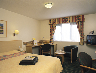 Bedroom at the Bristol Airport Days Inn Hotel