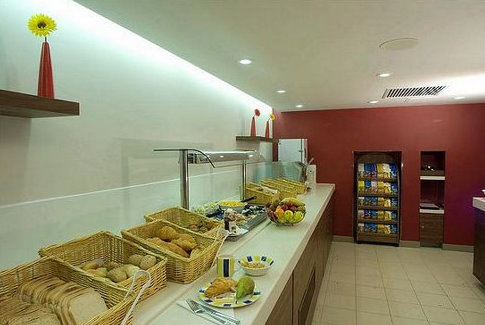 East Midlands Airport Express by Holiday Inn breakfast area