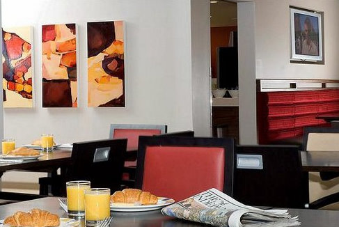 Hotel restaurant at the Holiday Inn Express East Midlands Airport