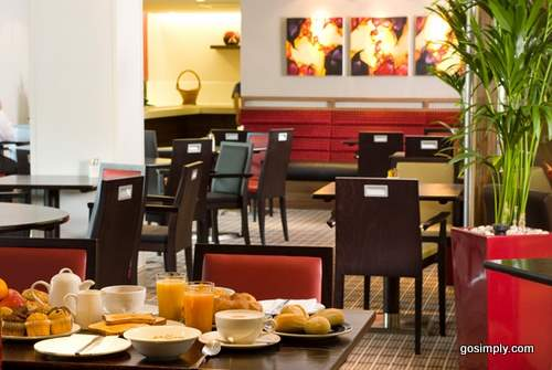 Holiday Inn Express Glasgow Airport hotel restaurant