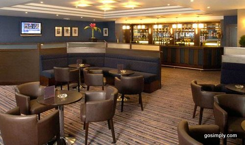 Gatwick Crowne Plaza Hotel bar and lounge