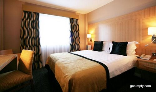 Gatwick Crowne Plaza Hotel room