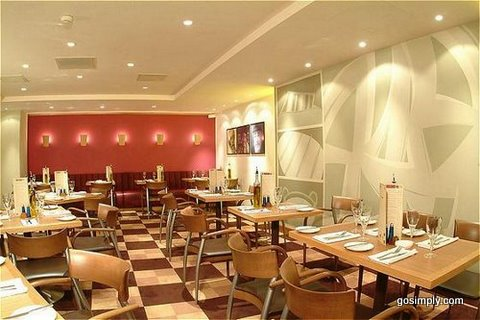 Restaurant at the Holiday Inn Gatwick Airport