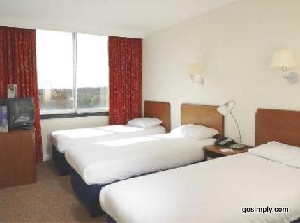 Gatwick Moat House guest room