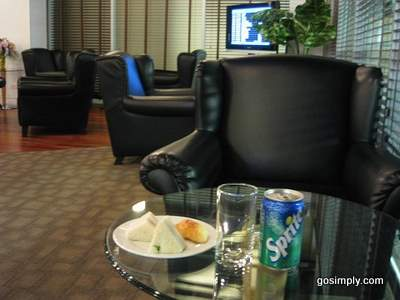 Seating area at Louis Tavern CIP Lounge - Concourse G