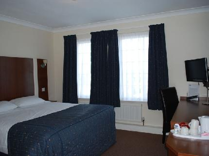 Double bedroom at the Cardiff Airport Sky Plaza Hotel